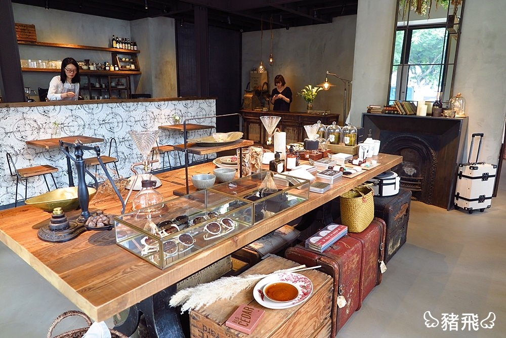 【台中西區】kiito kiito咖啡廳~坐落公益路巷弄裡個性鮮明特色選品店!咖啡甜點搭配服飾,視覺美感滿分。