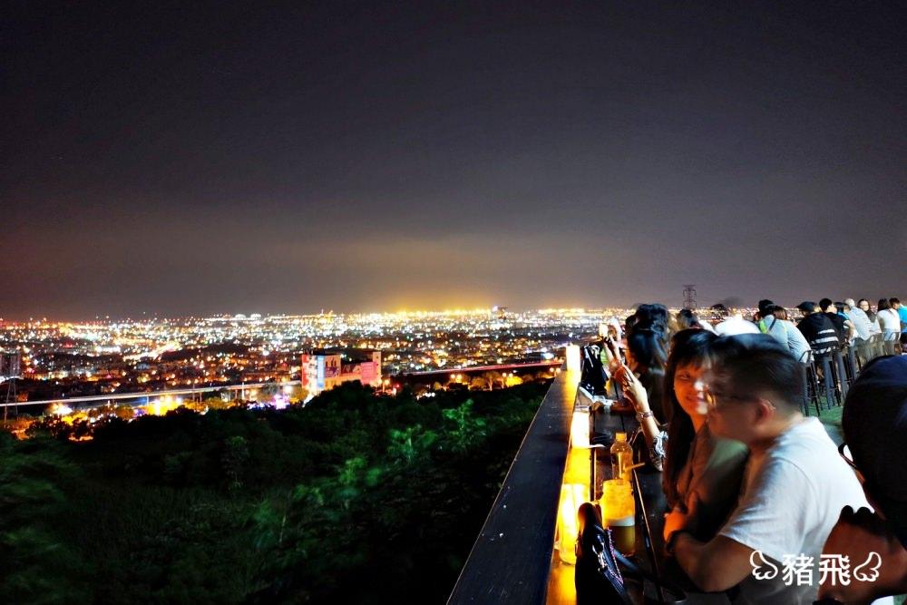 【台中沙鹿】覓覓基地帆杋望海夜景咖啡~一杯咖啡就能享受180度夜景,彩色櫃屋人氣夜景打卡景點