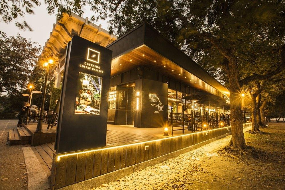 【高雄苓雅區】卡啡那咖啡文化探索館Caffaina Coffee Gallery~星巴克勁敵來臨,全台最美公園咖啡館!媲美歐洲咖啡館,美麗無極限!每日變換口味舒芙蕾輕柔如雲朵