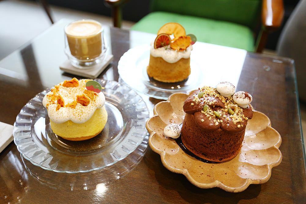 【嘉義東區】木更咖啡Mugeneration~老屋新時尚清水模建築,充滿藝術氣息的甜點咖啡廳,IG超人氣店!