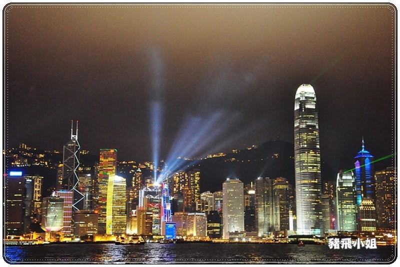 【香港】維多利亞港幻彩詠香江燈光秀,讓人捨不得眨眼的無敵美景