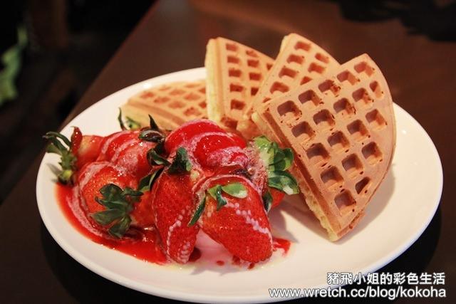 【台北美食】東區咖啡弄~來朝聖草莓鬆餅囉