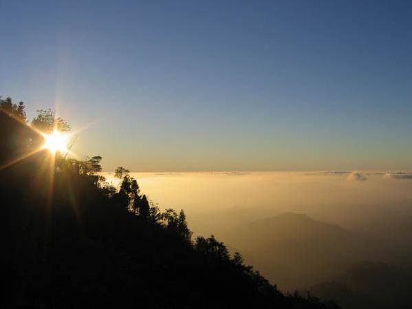 《東勢》大雪山雅云山莊。賞雲海看夕陽觀星