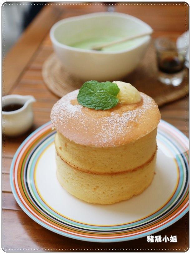 【台北美食】東區日本原宿杏桃鬆餅屋~誇張超人氣舒芙蕾厚鬆餅,8公分厚的大滿足