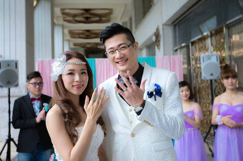 【關於婚戒】GIA鑽石婚戒逢甲銀樓~好口碑推薦!鑽石戒指、結婚對戒、求婚戒、黃金套組