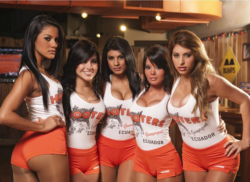 hooters4