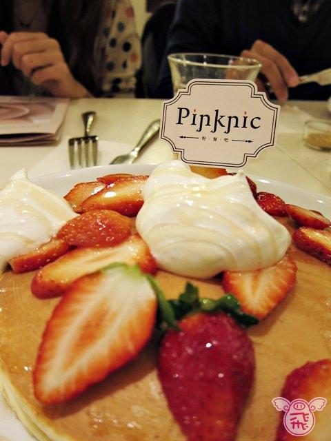 【台北美食】東區小巷內的pinknic野餐吧~令人迷戀的夢幻系草莓鬆餅,下午茶人氣名店